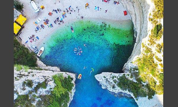 <h4>Stiniva beach (Vis island)</h4>
